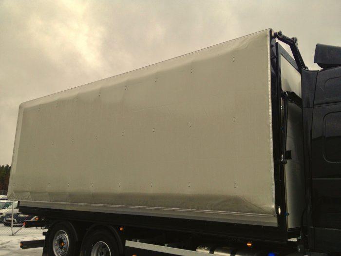Presenning  - fast täckning för lastbil